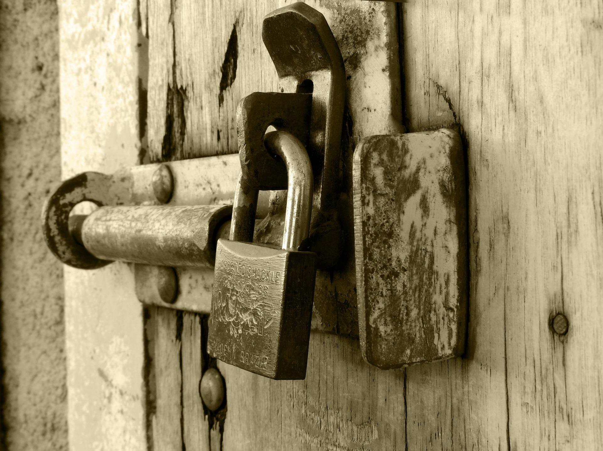 cerradura candado puerta