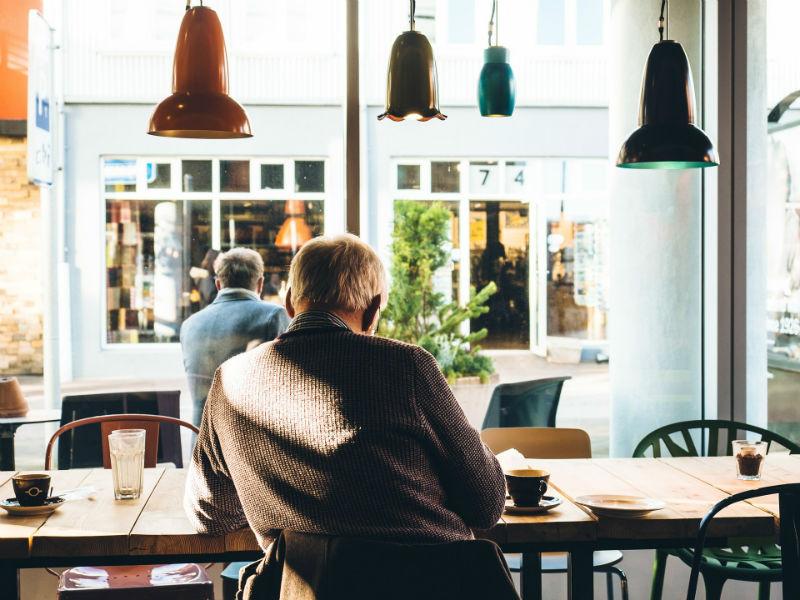 cafeteria hombre taza lampara