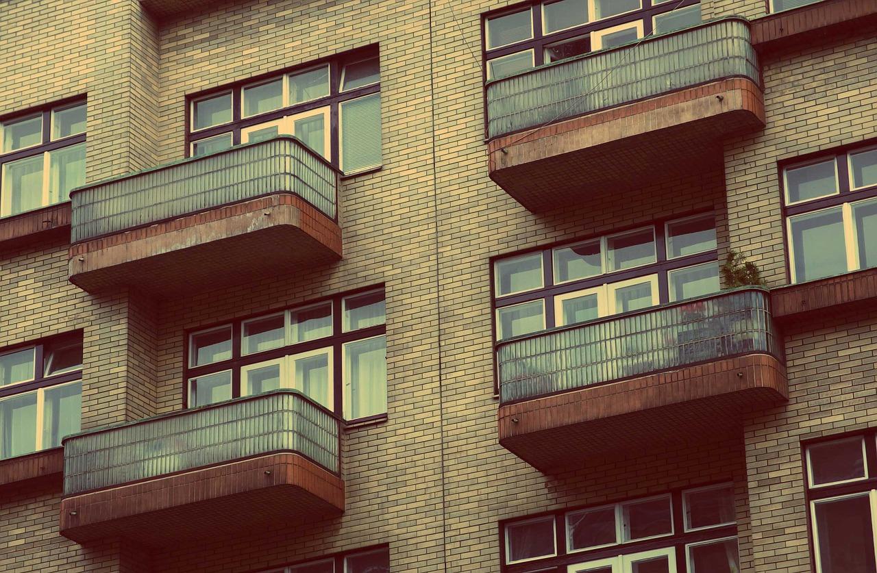 pisos balcon ladrillo edificio