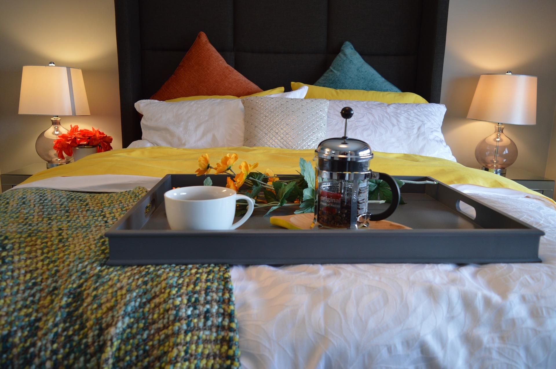 desayuno habitacion hotel cama