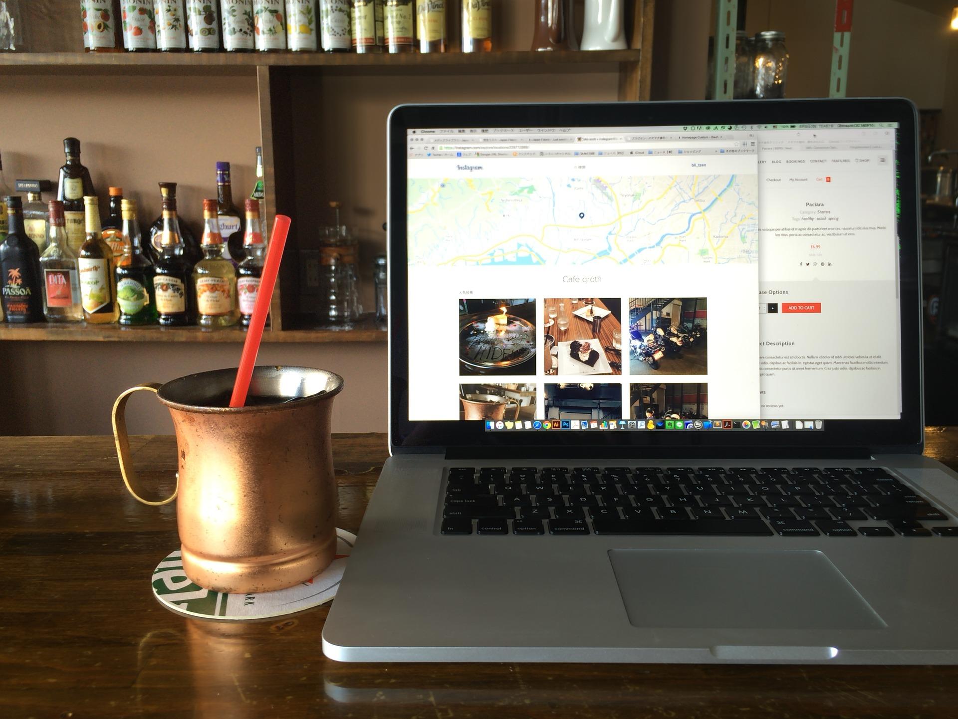 cafe ordenador portatil mesa