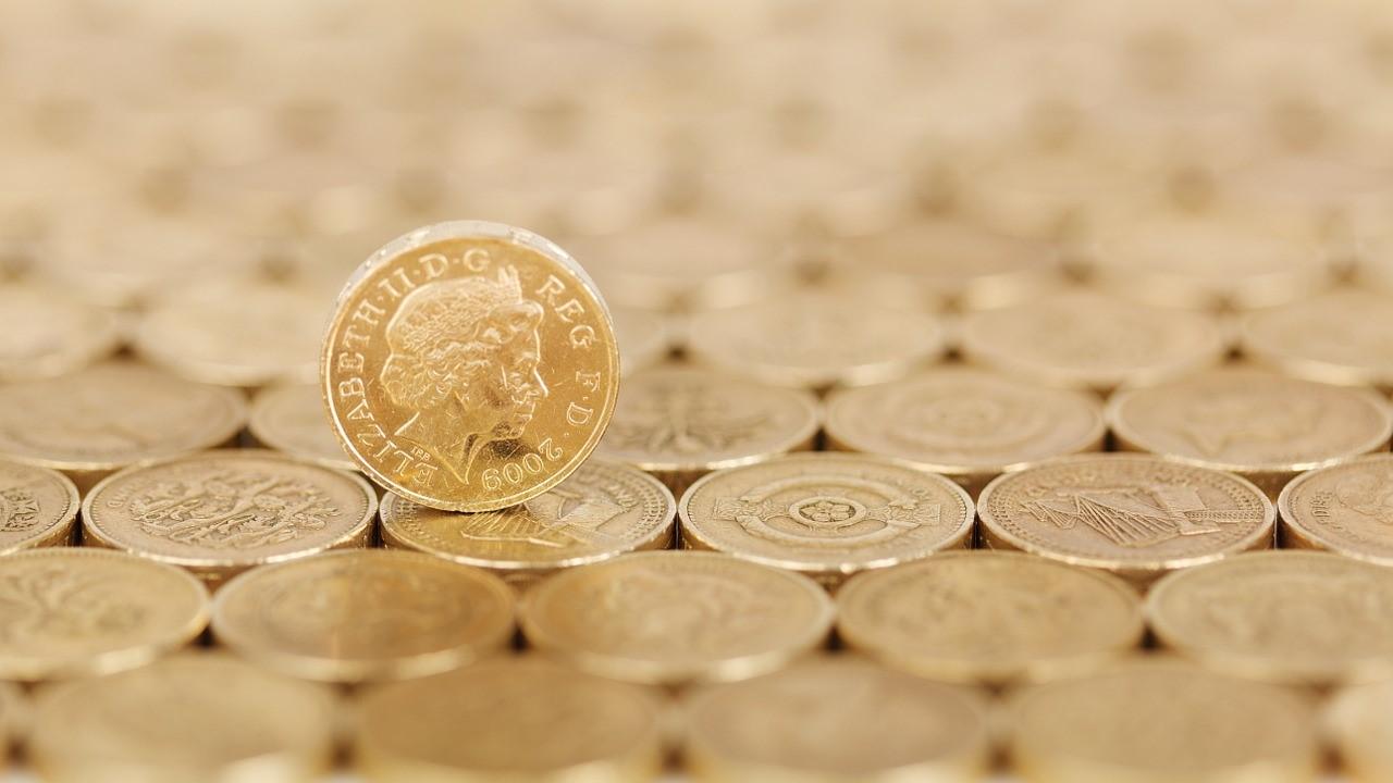 monedas oro reina inglaterra