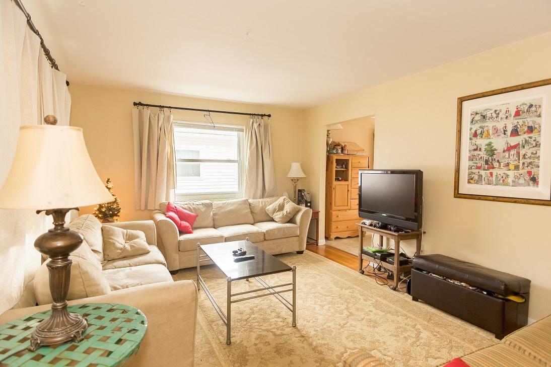casa salon sofa lampara alfombra