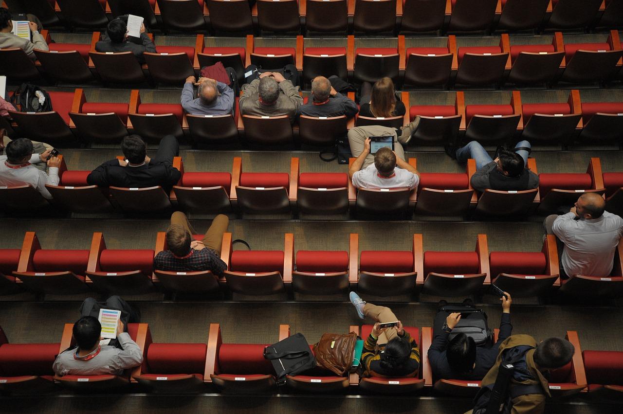 conferencia asistentes butacas