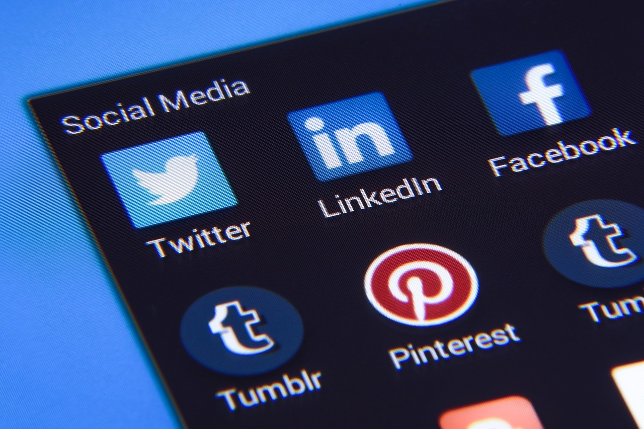 social media linkedin twitter