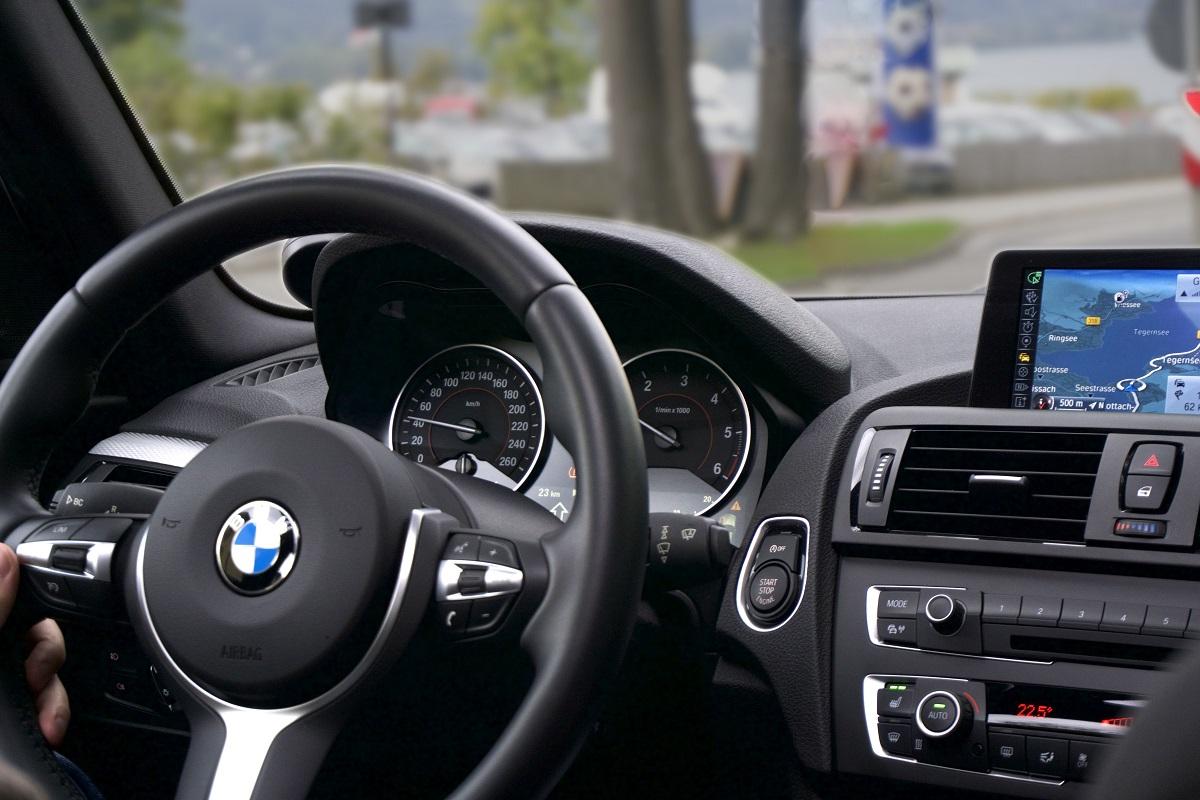 volante bmw gps coche