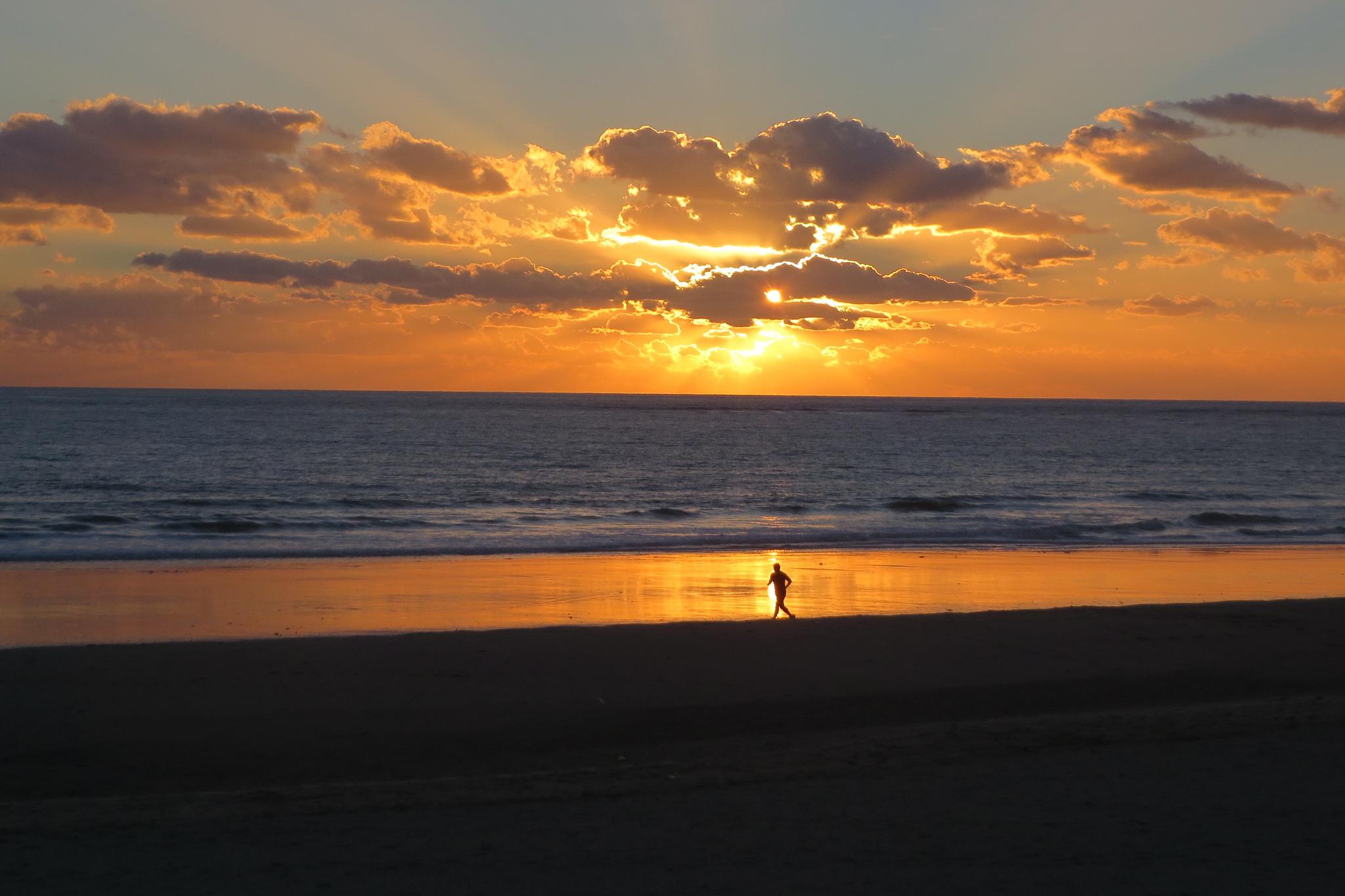 playa barrosa atardecer