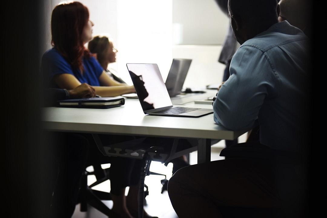 empresa trabajadores mesa reunion