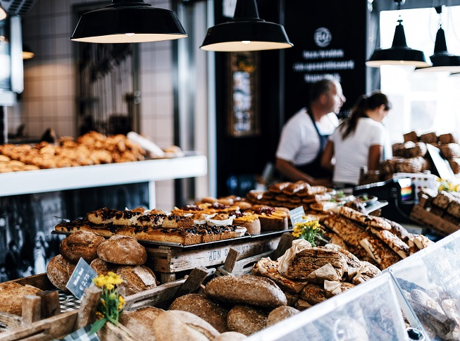 panaderia personas mostrador