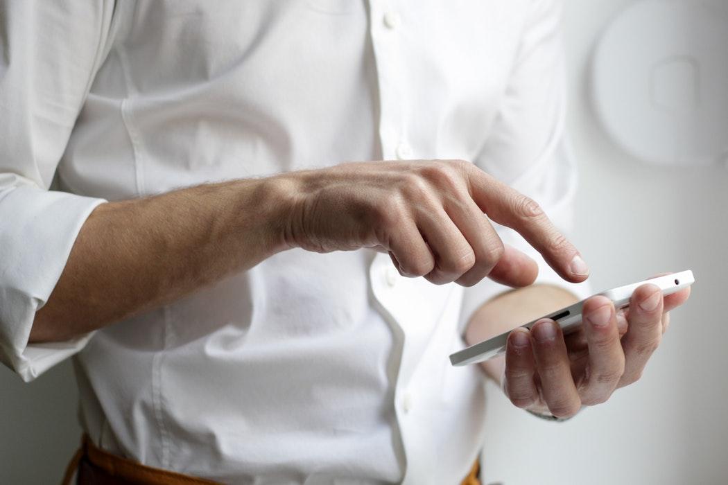 mano hombre smartphone